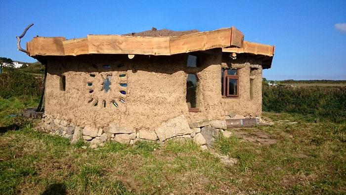 Bosavern round hut1
